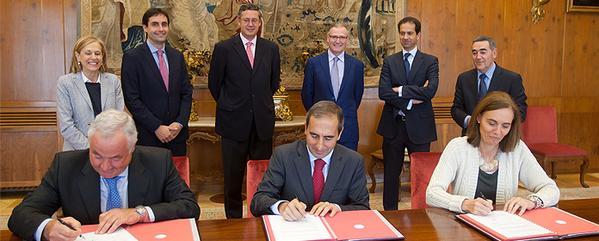 Firma acuerdo Caja Rural y Universidad de Navarra